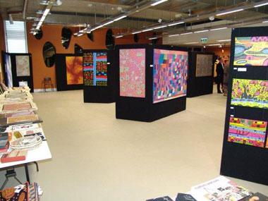 Tali Gallery gives Sydney's International Grammar School Helping Hand